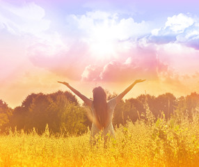 Free Happy Woman Enjoying Nature. Beauty Girl Outdoor.