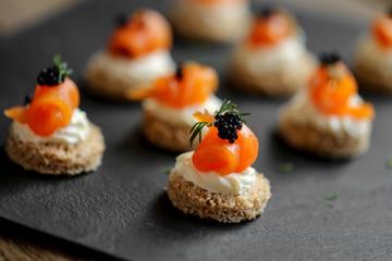 Fotorolgordijn Voorgerecht toast saumon fumé mousse de fromage frais 1
