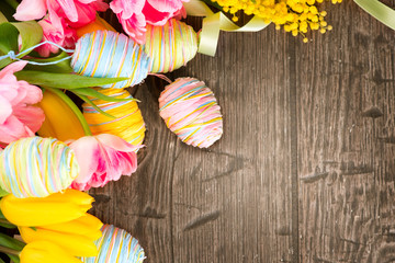 Fotoväggar - Easter background decorated with colourful eggs and tulips