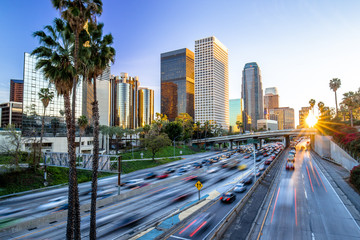 Spoed Fotobehang Los Angeles Los Angeles downtown buildings skyline highway traffic