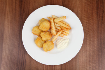 chicken nuggets mit pommes