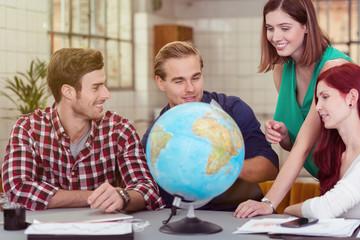 junges team mit globus