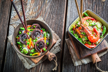 Vegetables with noodles and seafood