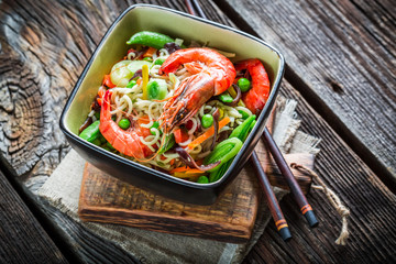 Prawns and fresh vegetables with noodles