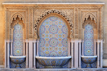 In de dag Marokko Morocco. Decorated fountain with mosaic tiles in Rabat