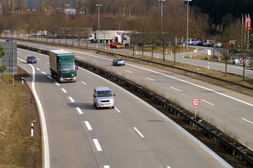 Fototapete - Autos auf der Autobahn