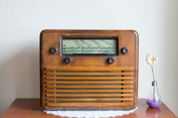 Radio valvolare antica