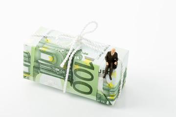Figur, Rentner auf 100 Euroschein, Symbolbild