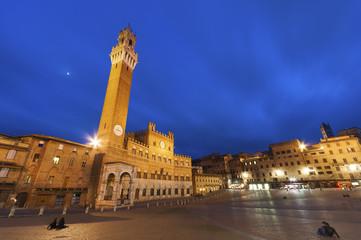 Fototapete - Piazza del Campo in the historic center of Siena, Italy