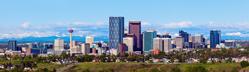 Fototapeten Kanada Panorama of Calgary and Rocky Mountains