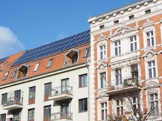 Altbau mit Solardach Berlin