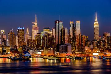 Fototapete - New York City night skyline Manhattan buildings midtown