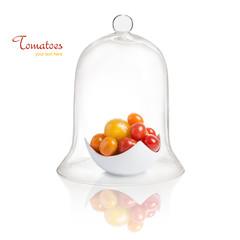 Tomaten unter einer Glasglocke