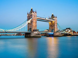 Fototapete - Tower Bridge in London