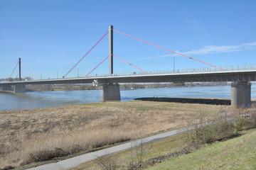 die Leverkusener Rheinbrücke