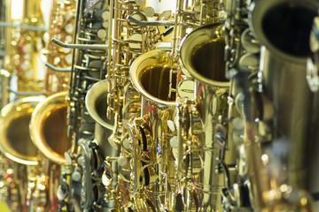 Saxofones Dourado