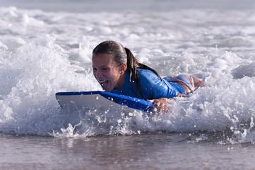 Girl doing surf in the beach