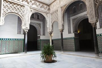 Fotomurales - Patio de las Munecas en el Real Alcazar de Sevilla, Spain