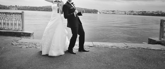 Wedding picture in black and white.