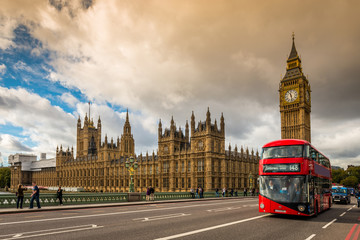 Foto auf Gartenposter London roten bus Houses of Parliament and a red bus, London
