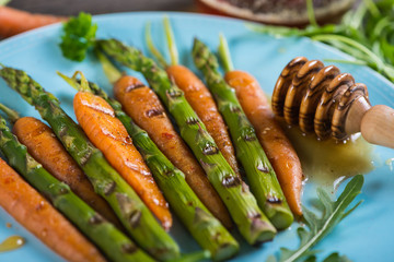 clean eating,grilled carrots and asparagus with honey glaze