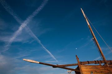 Papiers peints Pont Sailing boat sky trails