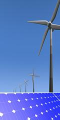 Verticale afbeelding windmolen en pv panelen