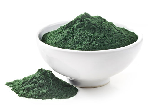 bowl of spirulina algae powder