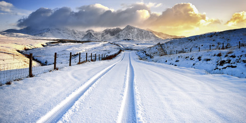 Tire track  and mountain landscape in winter, Scotland, UK Fotoväggar