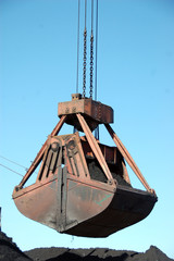 Slackline cableway bucket with coal