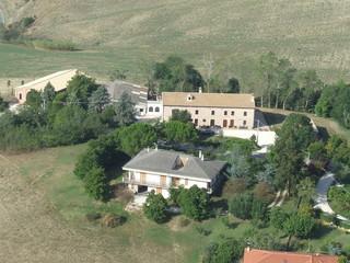 Foto aerea di casolare di campagna