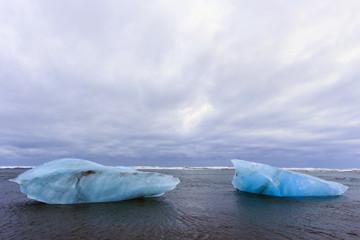 Islanda: iceberg nell'acqua