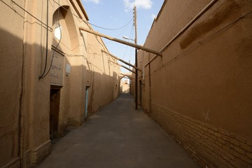 Narrow street of old part Yazd city.