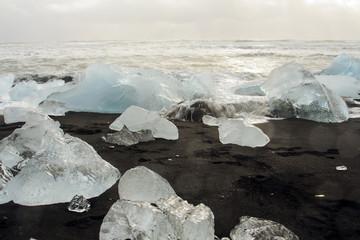 Islanda: mare ghiacciato, iceberg sulla spiaggia