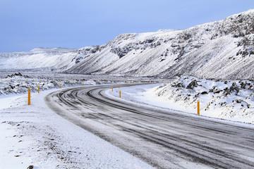 Islanda: una strada nella neve