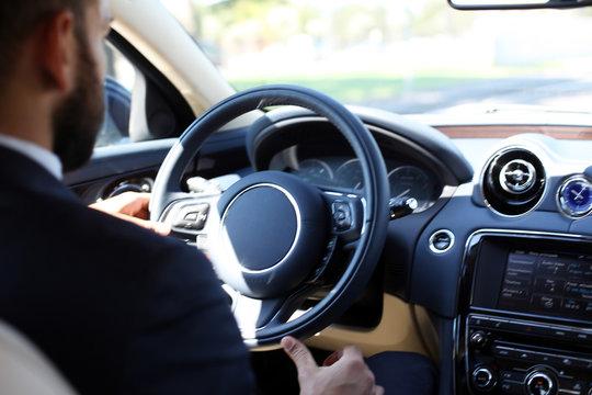 Chauffeur am Steuer