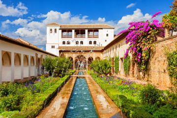Wall Mural - Alhambra de Granada. Generalife's fountain and gardens