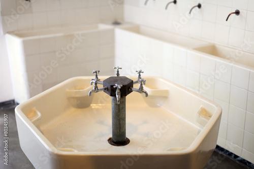 gro es waschbecken stockfotos und lizenzfreie bilder auf