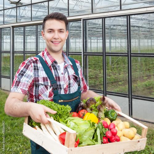 Junger landwirt bei der arbeit  Junger Landwirt bei der Arbeit
