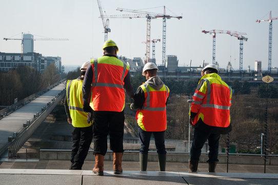 ouvriers de chantier à la défense - Paris