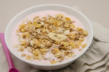Yogur de fresa con muesli