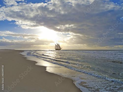Segelschiffe auf dem meer sonnenuntergang  Strand, Meer, Segelschiff und Sonnenuntergang
