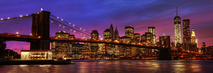 Photo sur Aluminium Brooklyn Bridge Brooklyn Bridge and Manhattan at sunset