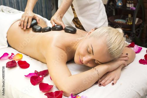 massazhnie-eroticheskie-saloni-v-pitere