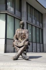 Памятник эмигранту в Женеве