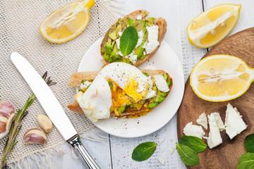Avocado poached egg