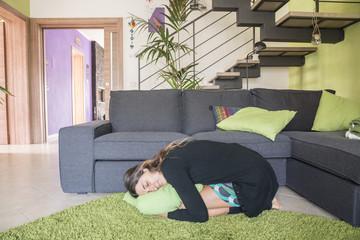 Cerca immagini addormentata - Dormire sul divano ...