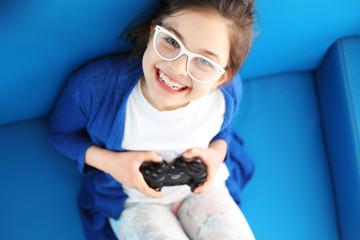 Fototapeta Kocham grać! Dziecko gra w grę video obraz