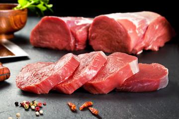 Carne fresca cruda.Medallones de solomillo filetes para cocinar.