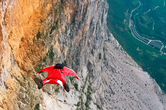 Wingsuit B.A.S.E. jumper jumps off a cliff in Italy